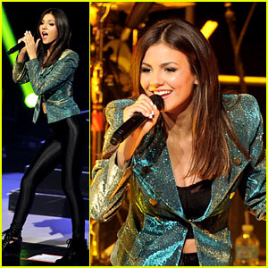 Victoria Justice: Summer Break Tour Performance Pics!