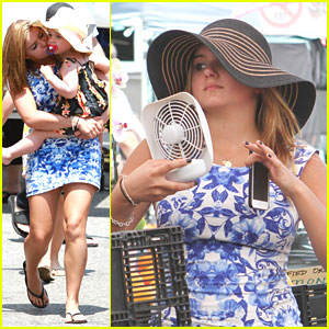 Ariel Winter: Fan at Farmer's Market