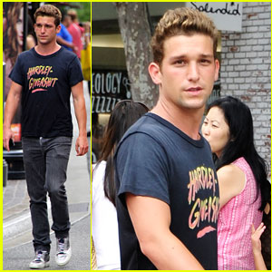 Daren Kagasoff & Jacqueline MacInnes Woods: The Grove Couple!