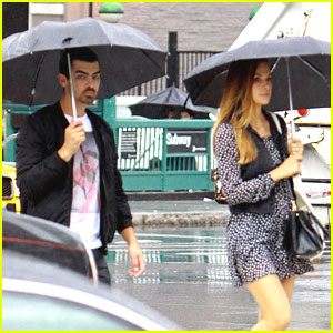 Joe Jonas & Blanda Eggenschwiler: Umbrellas in SoHo