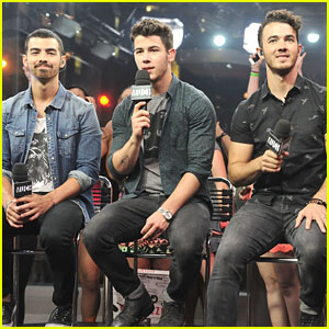 Jonas Brothers: New Music Live Stop