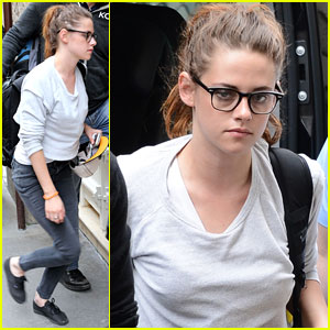 Kristen Stewart Arrives in Paris!