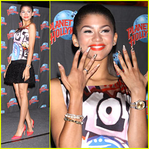 Zendaya: Planet Hollywood Handprints!