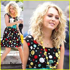 AnnaSophia Robb: Dotted Dress for 'Carrie Diaries'