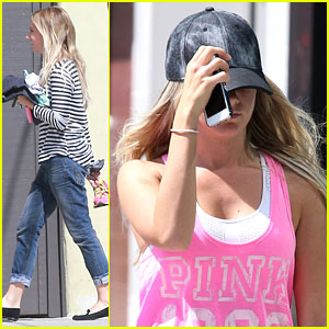 Ashley Tisdale: Shopping with Mom Lisa