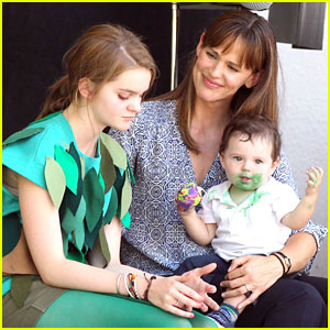 Kerris Dorsey: 'Alexander' Set with Jennifer Garner