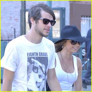 Sarah Hyland & Matt Prokop: New York City Stroll