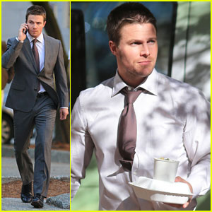 Stephen Amell Suits Up for 'Arrow'
