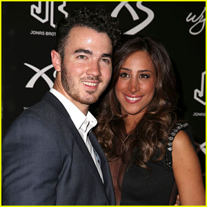 Kevin & Danielle Jonas Celebrate Nick Jonas' Birthday in Vegas