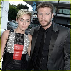 Miley Cyrus Unfollows Liam Hemsworth on Twitter