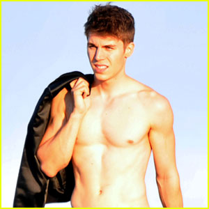Nolan Gerard Funk: Shirtless Beach Stroll!