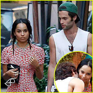 Penn Badgley & Zoe Kravitz: Kisses in Rome!