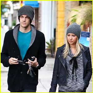 Ashley Tisdale & Christopher French: Rainy Day Duo!