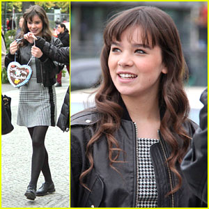Hailee Steinfeld: Sightseeing in Berlin!
