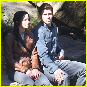 Jennifer Lawrence & Liam Hemsworth: Resting on Rock for 'Mockingjay'