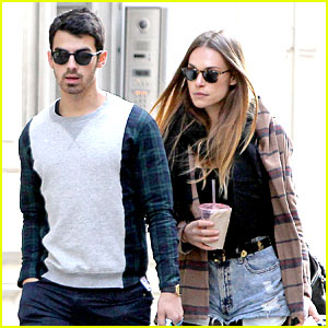 Joe Jonas & Blanda Eggenschwiler: NYC Stroll After Jonas Brothers Break Up Announcement