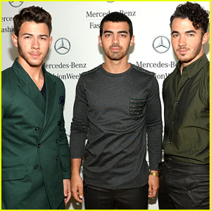 The Jonas Brothers Delete Twitter Account!