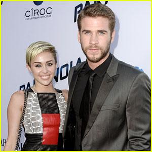 Miley Cyrus Thanks Liam Hemsworth in 'Bangerz' Album Notes