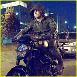 Stephen Amell: New Stills from 'Arrow'!