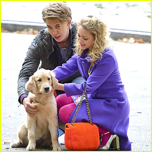 AnnaSophia Robb: Puppy Play on 'Carrie Diaries' Set