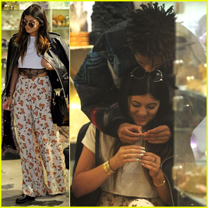 Kylie Jenner & Jaden Smith: PDA-Filled Shopping Spree!