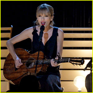 Taylor Swift Performs 'Red' at the CMA Awards 2013 - Watch Now!