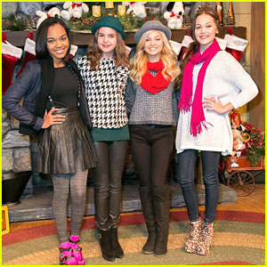 Olivia Holt & Bailee Madison: Knott's Merry Farm Holiday Reading & Tree Lighting!