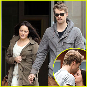 Luke Mitchell & Rebecca Breeds: Smooches in Sydney!