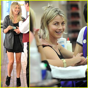 Julianne Hough: New Nails in the New Year!