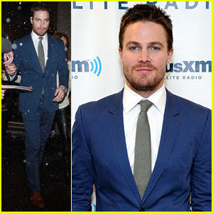 Stephen Amell: Push-Ups Competition on 'Kelly & Michael' - Watch Now!