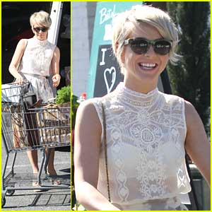 Julianne Hough: Bristol Farms Grocery Store Run
