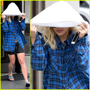 Rita Ora Gets Caught in the Rain!