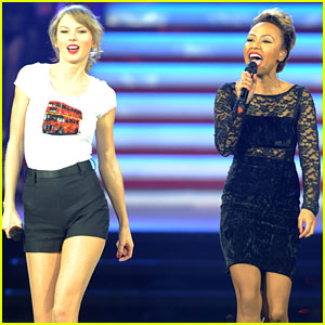 Taylor Swift & Emeli Sande: 'Next to Me' Duet in London!