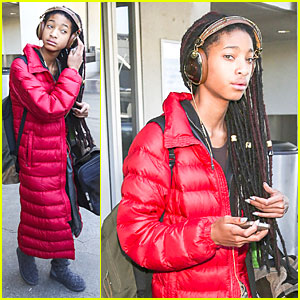 Willow Smith Rocks Dreadlocks to the Side For LAX Arrival!