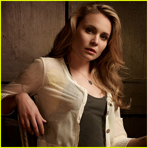 The Originals' Leah Pipes Talks Klaus & Cami's Connection!