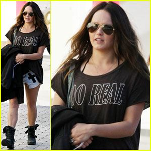 Rebecca Breeds Shops After Returning to Australia with Hubby Luke Mitchell
