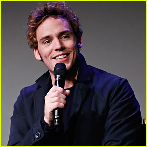 Sam Claflin Was 'Obsessed' with Posh Spice When He Was Younger!