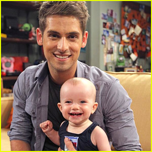 Look Who's About To Take Her First Steps - Sneak Peek at Tonight's 'Baby Daddy'!
