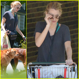 Blake Lively Keeps it Comfortable for Grocery Shopping & Dog Walk!