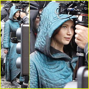 Jennifer Lawrence Wraps Herself Up in a Quilted Moving Cover on 'Mockingjay' Set