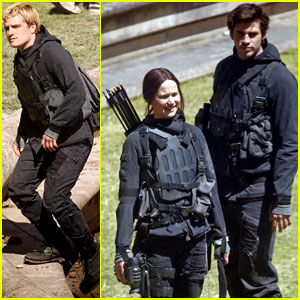 Jennifer Lawrence Continues 'Mockingjay' Filming, First Image of Julianne Moore as President Coin Released!