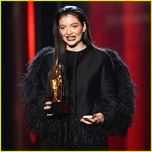 Lorde Wins Top New Artist at Billboard Music Awards 2014!