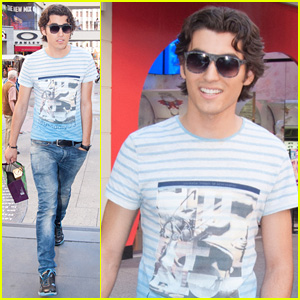 Blake Michael Chills at Chilli Beans Sunglasses Store
