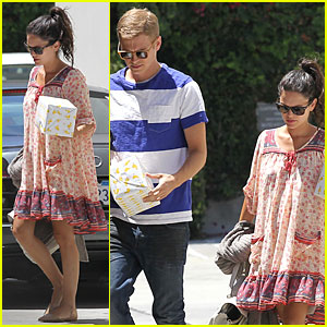 Rachel Bilson & Hayden Christensen Bring Duck Wrapped Gifts to Birthday Party!