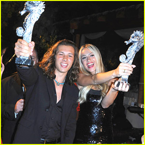 Leo Howard Plays Guitar On The Beach in Ischia Before Picking Up Global Award