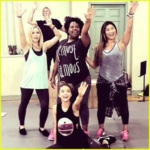 Sarah Hyland, Jenna Ushkowitz & Amber Riley Wrap Up First Week of 'Hair' Rehearsals