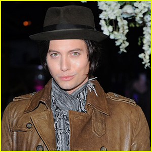 Jackson Rathbone's Plane Makes Emergency Landing After Engine Explodes