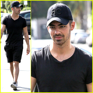 Joe Jonas is One Of 'Marry Me' Star Sarah Wright Olsen's Obsessions