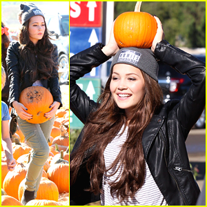 Kelli Berglund Tries To Balance A Pumpkin On Her Head!