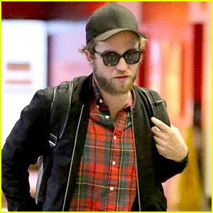 Robert Pattinson's Beard is in Full Force at LAX!
